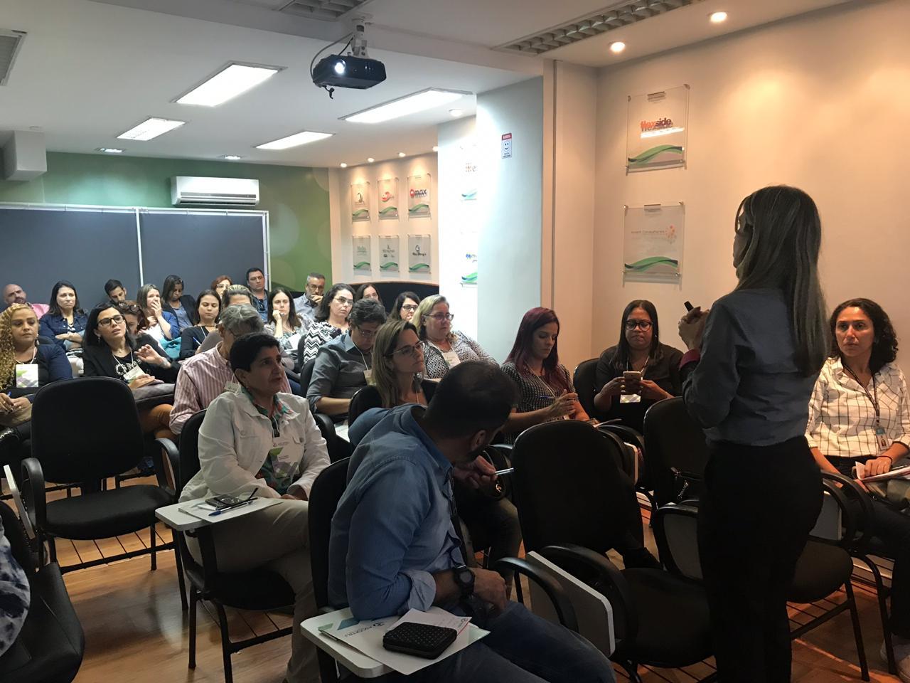 Ascoferj promove palestra para farmácias de manipulação