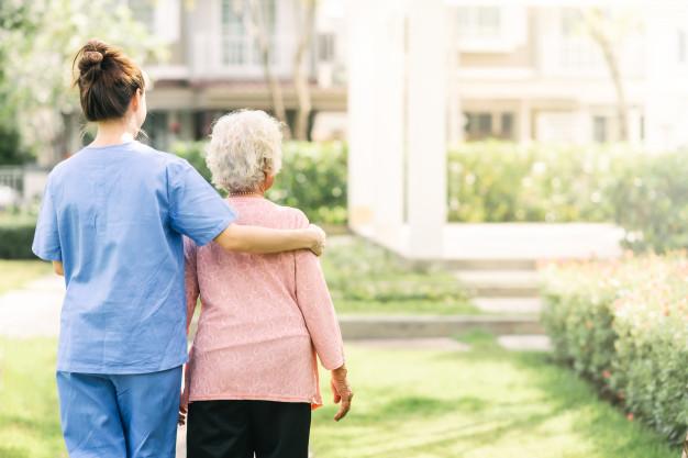 Cuidadores de idosos podem se vacinar