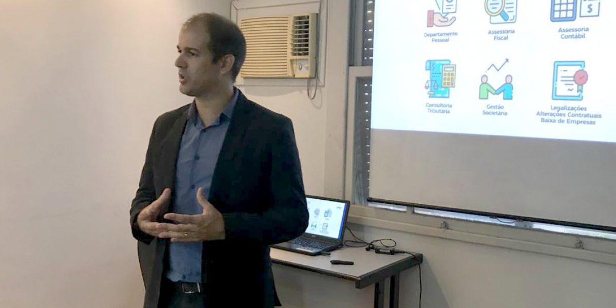 Bruno Moura, contador e sócio fundador da Farma Contábil, durante o workshop