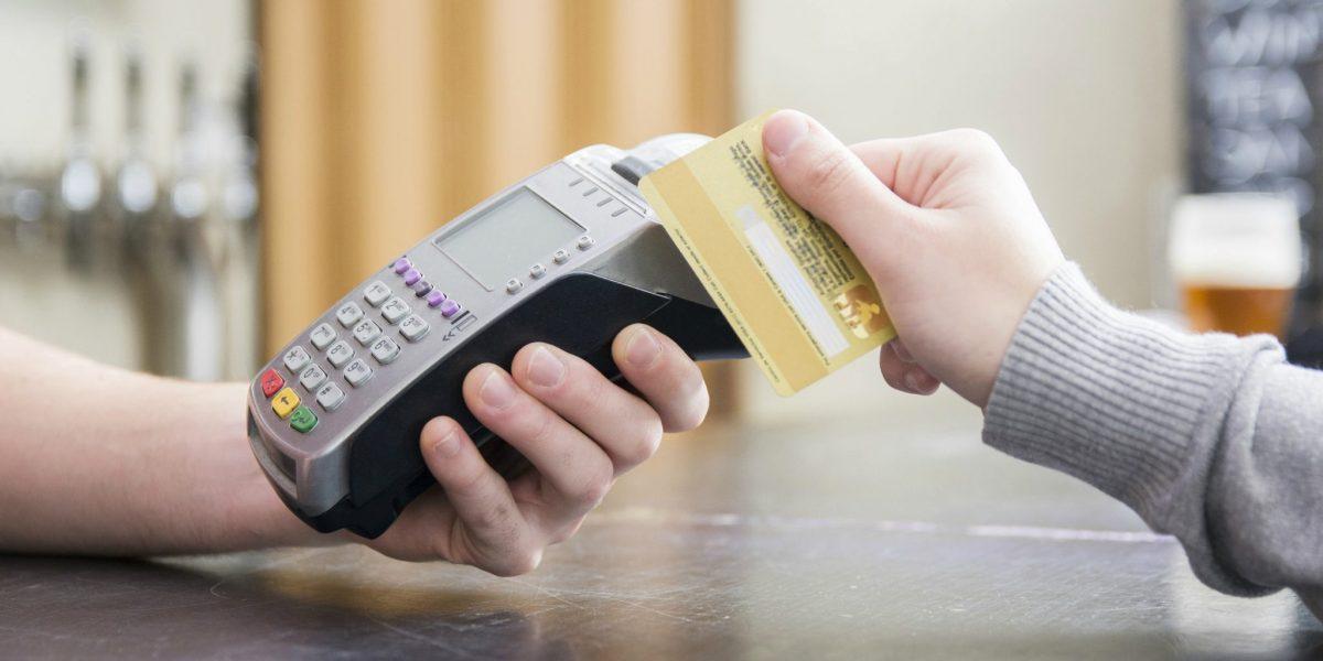 A Credicard está oferecendo descontos de até 40% nas compras de algumas redes de farmácias do RJ