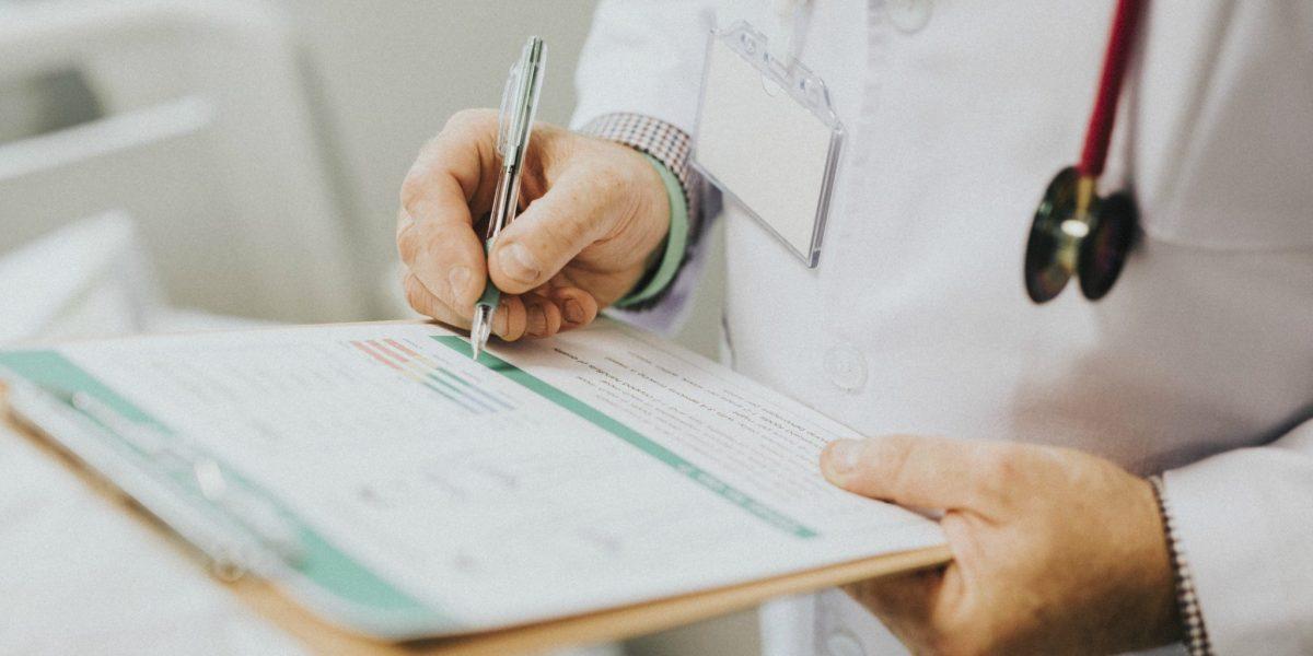 Vantagens ilícitas de profissionais de saúde