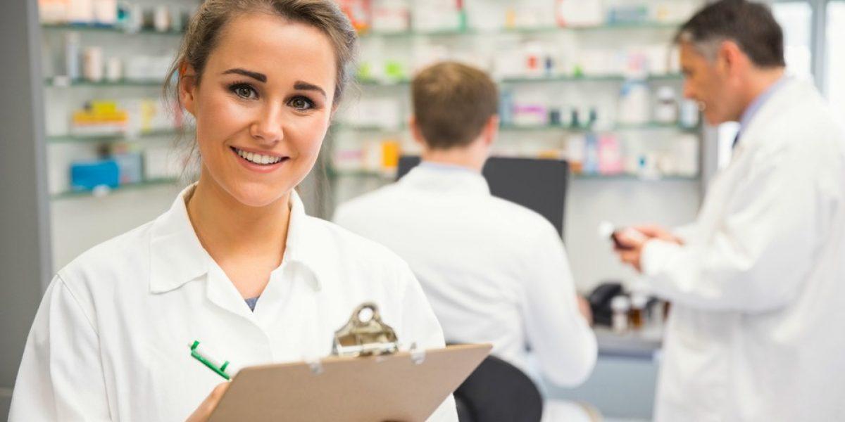 Supervisor farmacêutico auxilia na gestão da farmácia